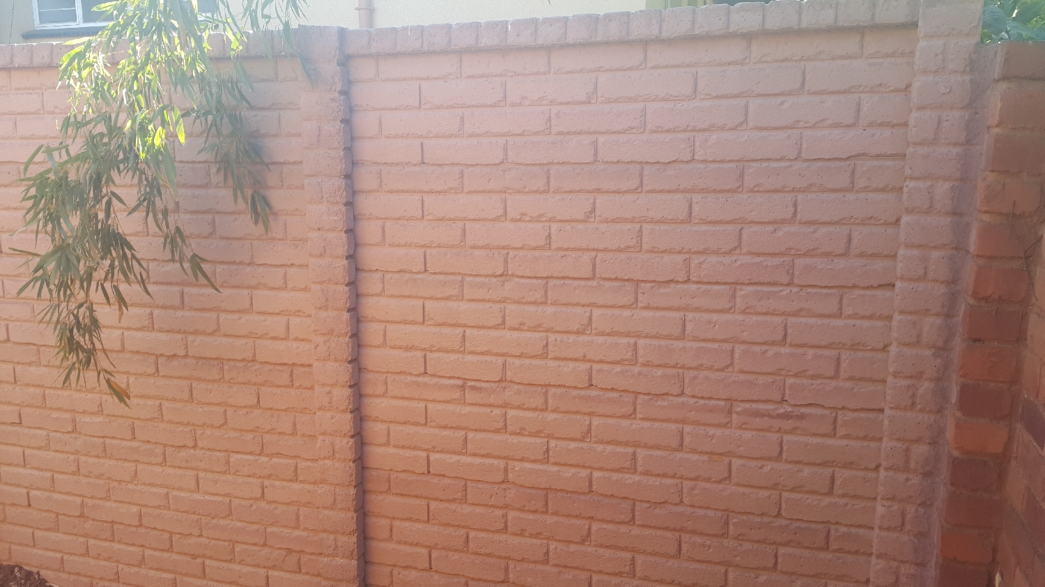plum-coloured-brickcrete-concrete-precast-wall-without-stripes